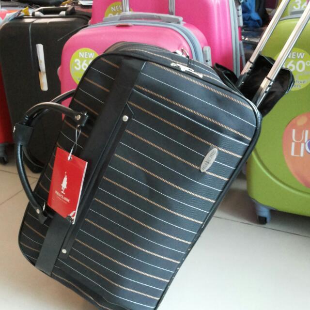 tas travel hitam